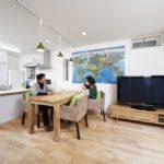  仲良し家族の自然素材空間